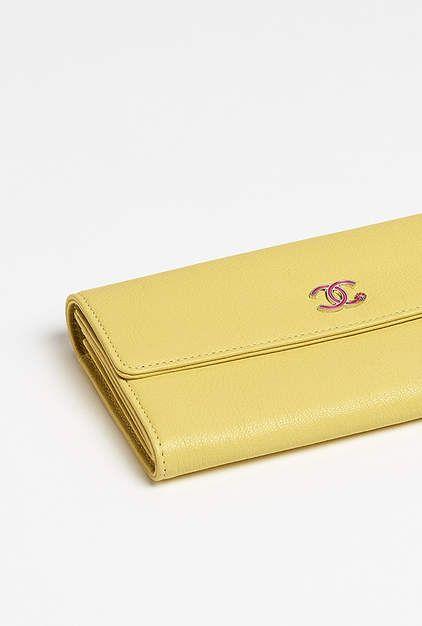 Portefeuille à rabat, chèvre, tissu   métal argenté laqué-jaune - CHANEL 75be2b73635