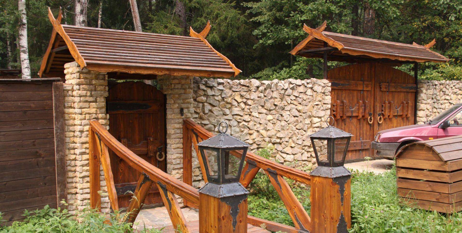 советы забор с камня и дерева фото вращение буровой колонны