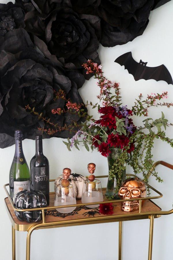 11 Surprisingly Chic Halloween Decor Ideas Halloween Pinterest - halloween office decorating ideas