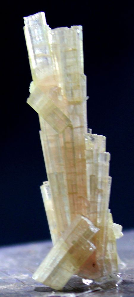 32 ct top quality terminated yellowish green tourmaline crystal from afghanistan