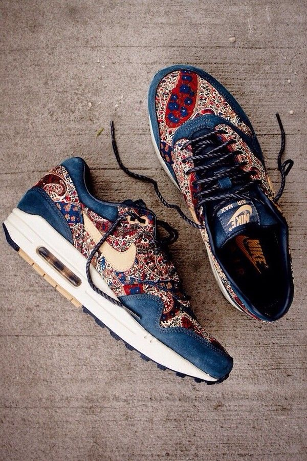online store 5cbbd 8ac71 Shoes  flowers flower pattern nike nike air nike sneakers girls sneakers  blue navy nikes running HOW DO I GET THESEEEE