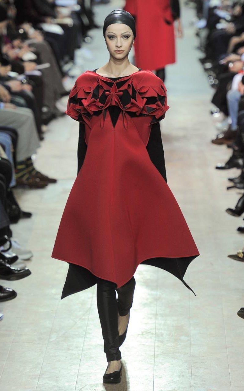 Avant Garde Designers Lead The Way At Paris Fashion Week Fashion Weird Fashion Fashion Colours