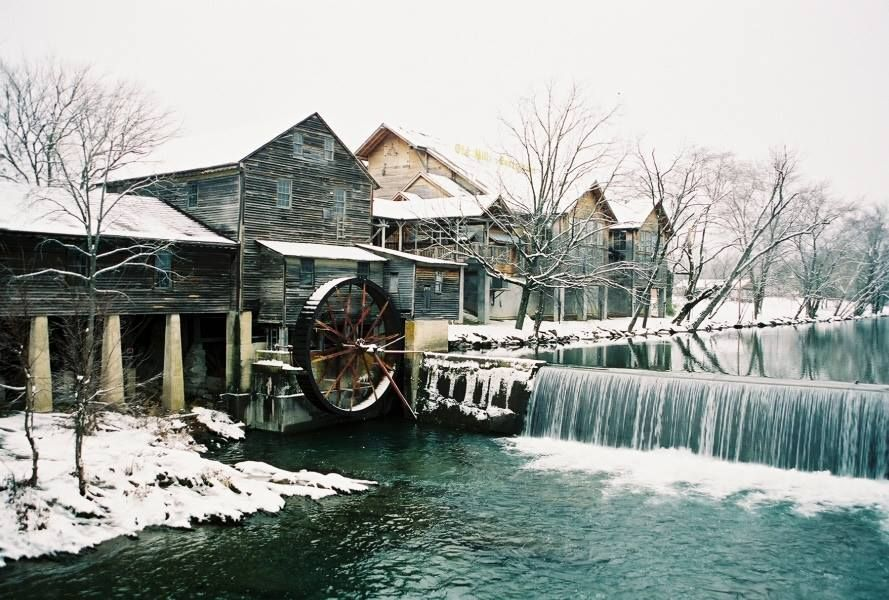 A beautiful view of the old mill restaurant in pigeon