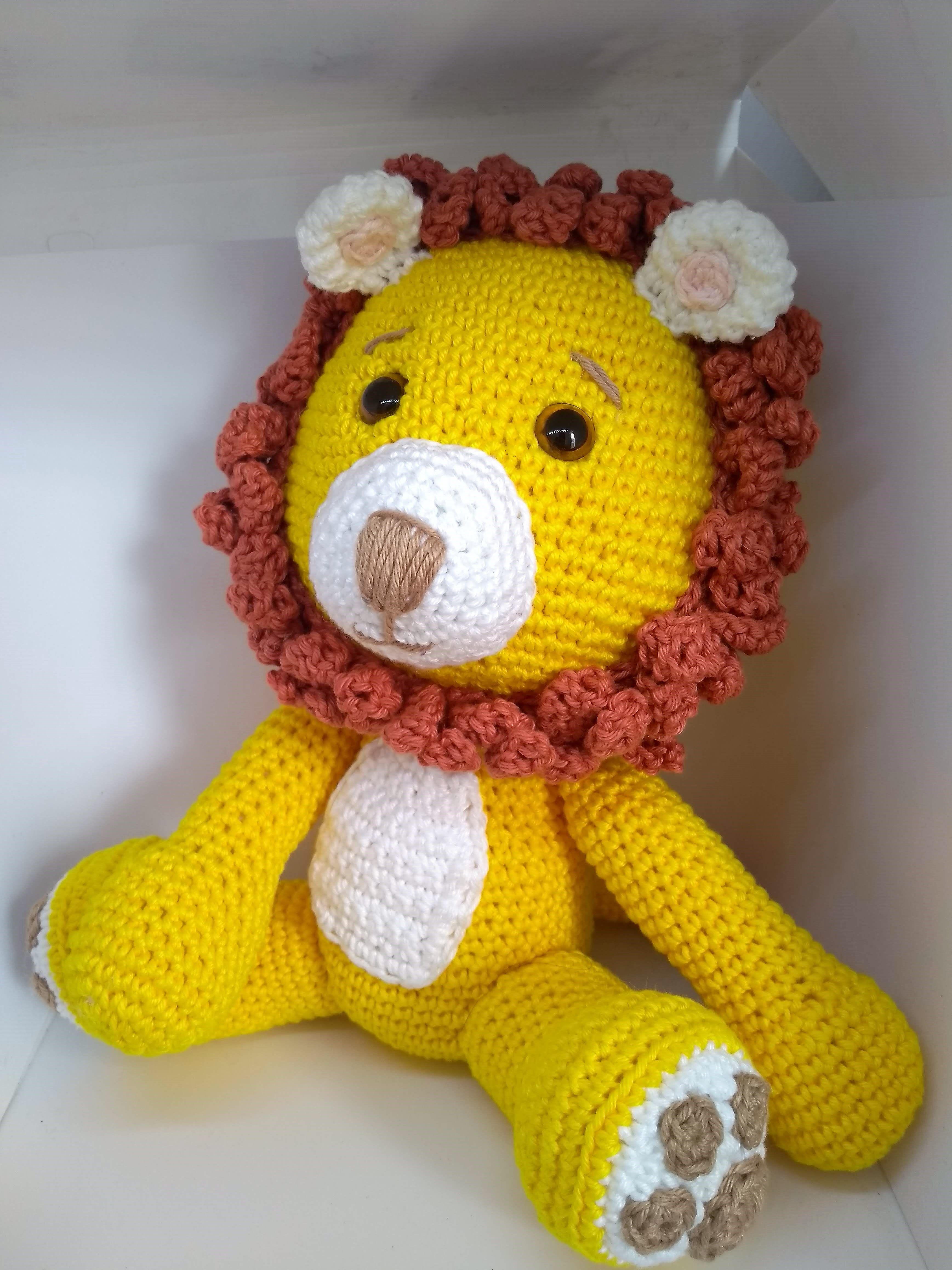 Leão Toy em amigurumi com Simoni Figueiredo - YouTube | 4632x3474
