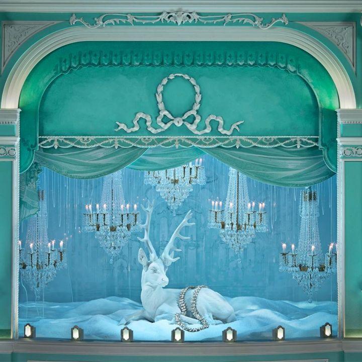 685d435bbfc2b Tiffany christmas holiday window displays on Fifth Avenue flagship ...