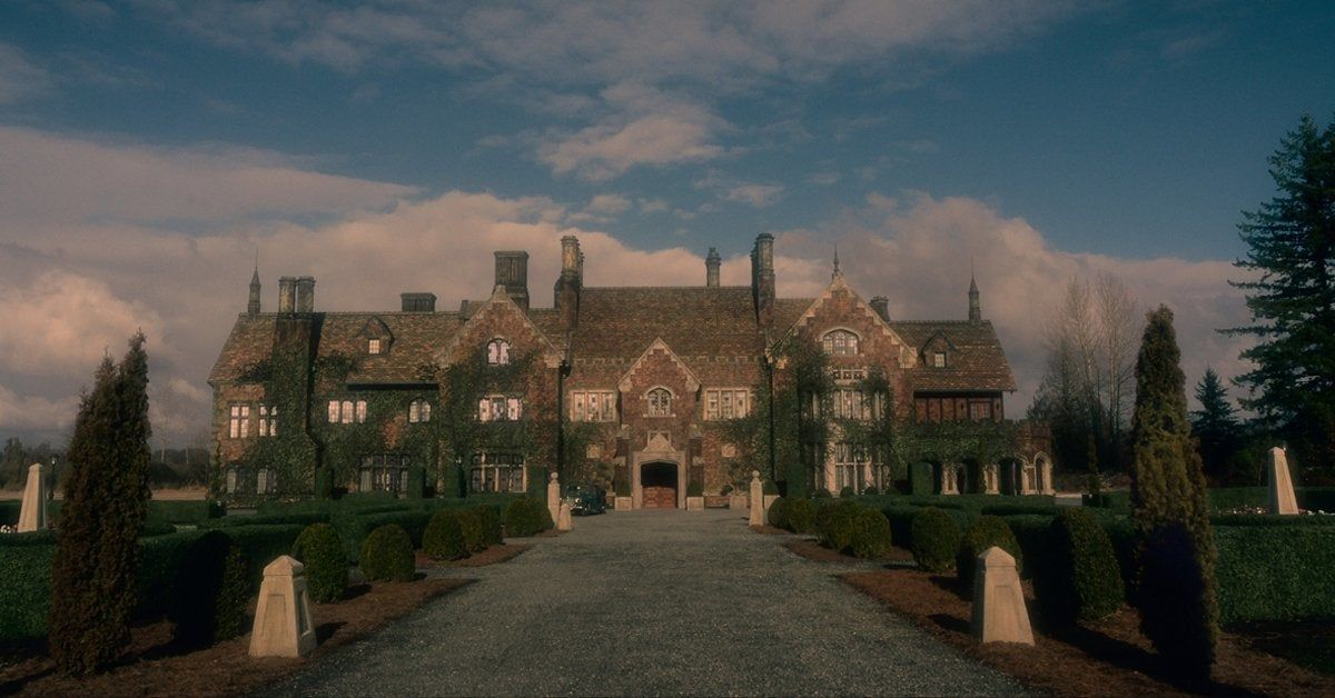 The Haunting Of Bly Manor Trailer Released Victoria Pedretti And Oliver Jackson Cohen Return In Season 2 In 2020 Haunting Oliver Jackson Cohen Bly