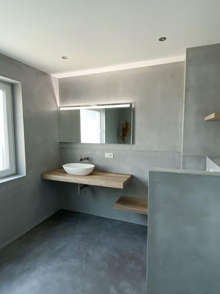 Badsanierung Von Alten Fliesen Zum Luxus Bad Der Vorher Nachher Vergleich Bad Sanierung Badezimmer Plan Bad Beton Optik In 2020 Badsanierung Sanierung Alte Fliesen