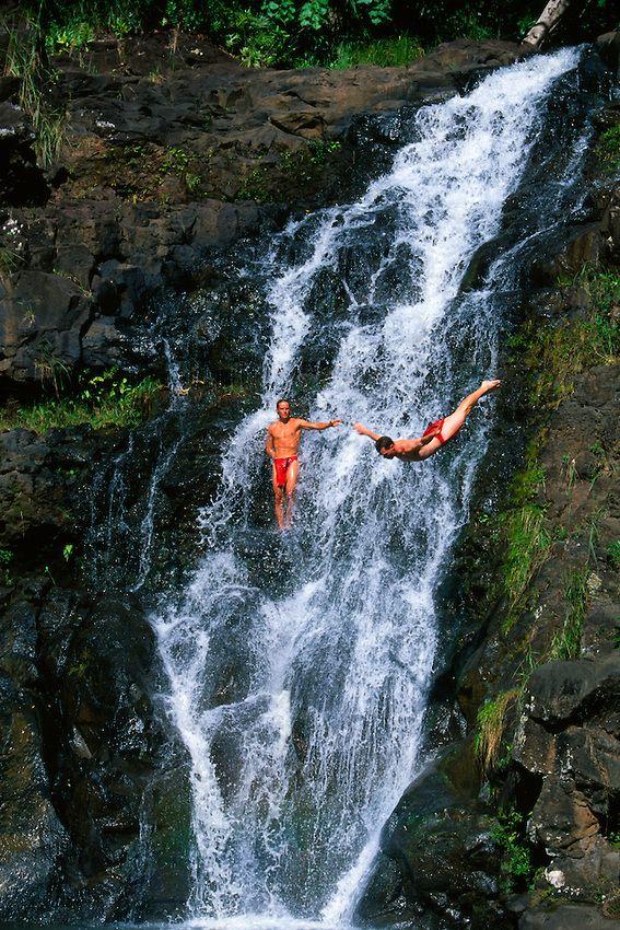 Acrobatic cliff diving