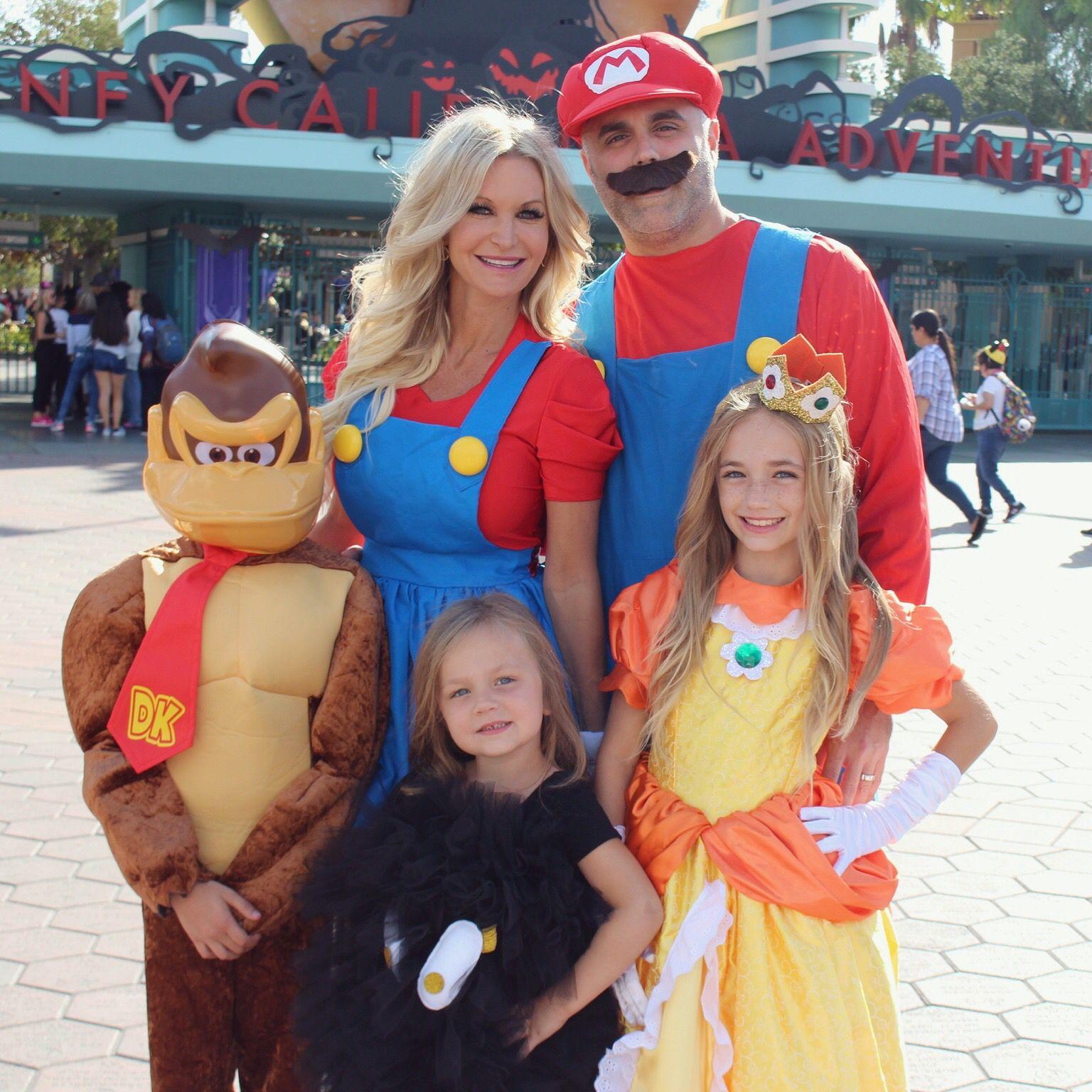 mario brothers family costume. halloween mario, princess daisy