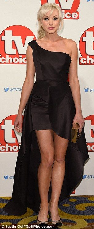 Attention to detail:Helen accessorised her glamorous attire with a gold clutch and a deli...
