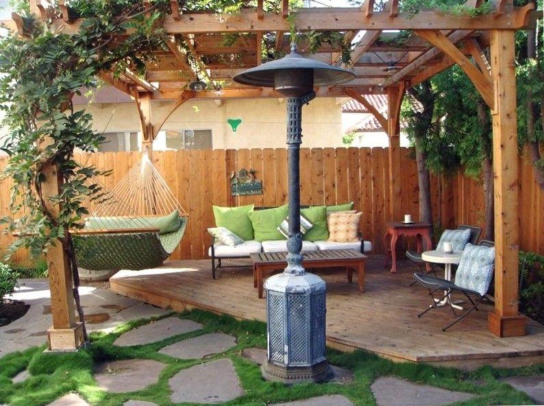 Relax in this corner of the backyard with hammock pergola for Gartengestaltung gartenhaus