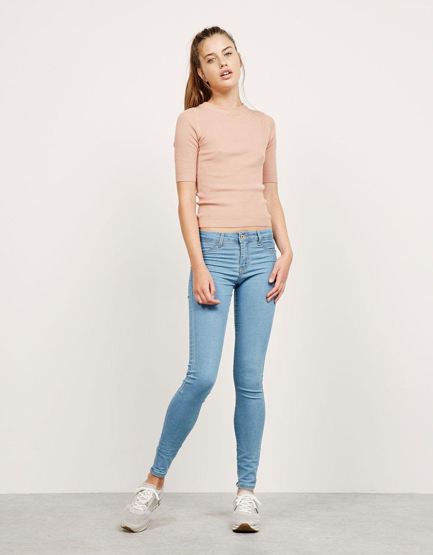 Super skinny fit stretch jeans regular waist. Ontdek dit en nog véel meer kledingstukken in Bershka met elke week nieuwe producten.