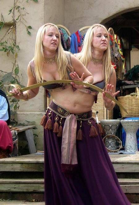 Siamesische Zwillinge saugen, Jugendlich Geschlecht junges Mädchen