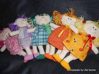 Bonequinhas coloridas by Litta Santos