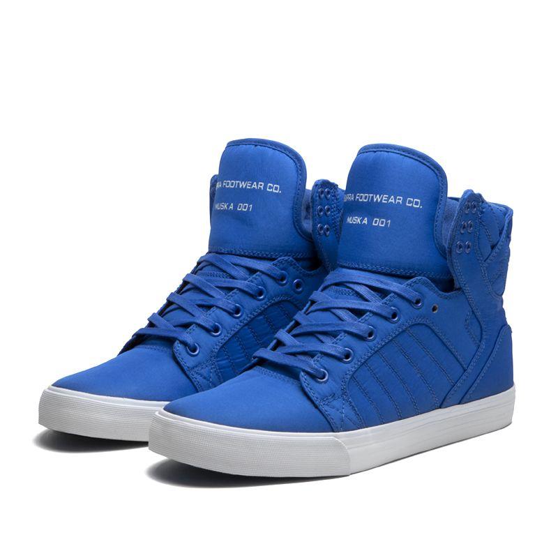 Das sind blaue Hightops von SUPRA.Ich finde diese Farbe sehr schön und das Design gefällt mir auch sehr gut.