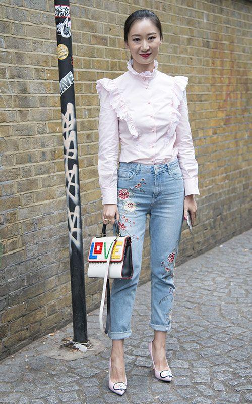 Cómo llevar los pantalones de flores
