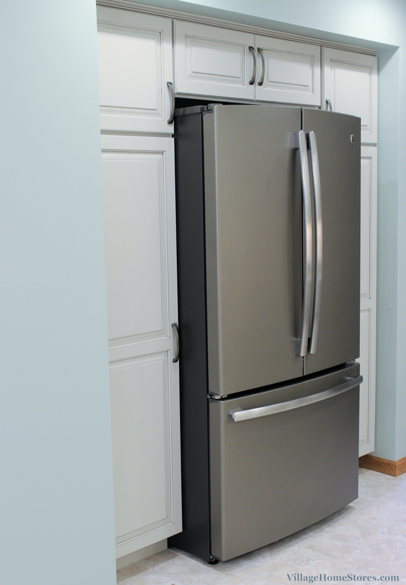 This Refrigerator Is Surrounded By Amazing Storage! Pantry Cabinets On  Either Side And A Deep
