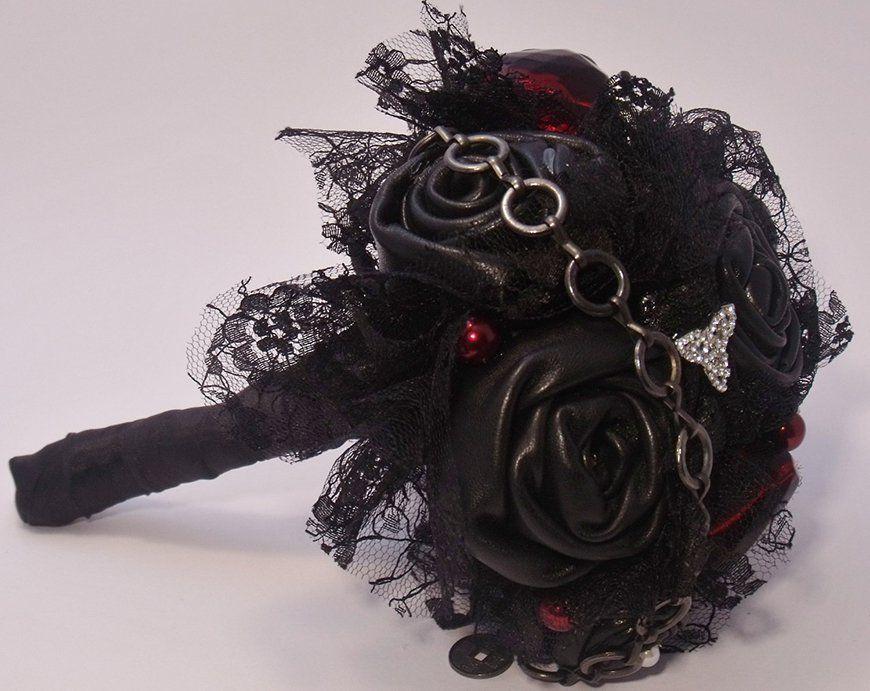 Daring Dark Florals For A Gothic Wedding Theme Chwv Black Bouquet