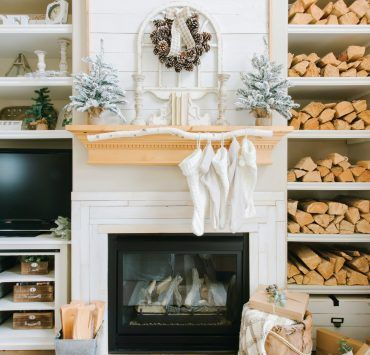 This Utah farmhouse uses neutral Christmas decor like you've never seen before. Read more at americanfarmhousestyle.com! #americanfarmhousestyle #housetour #Christmas #neutralChristmas #Utahfarmhouse