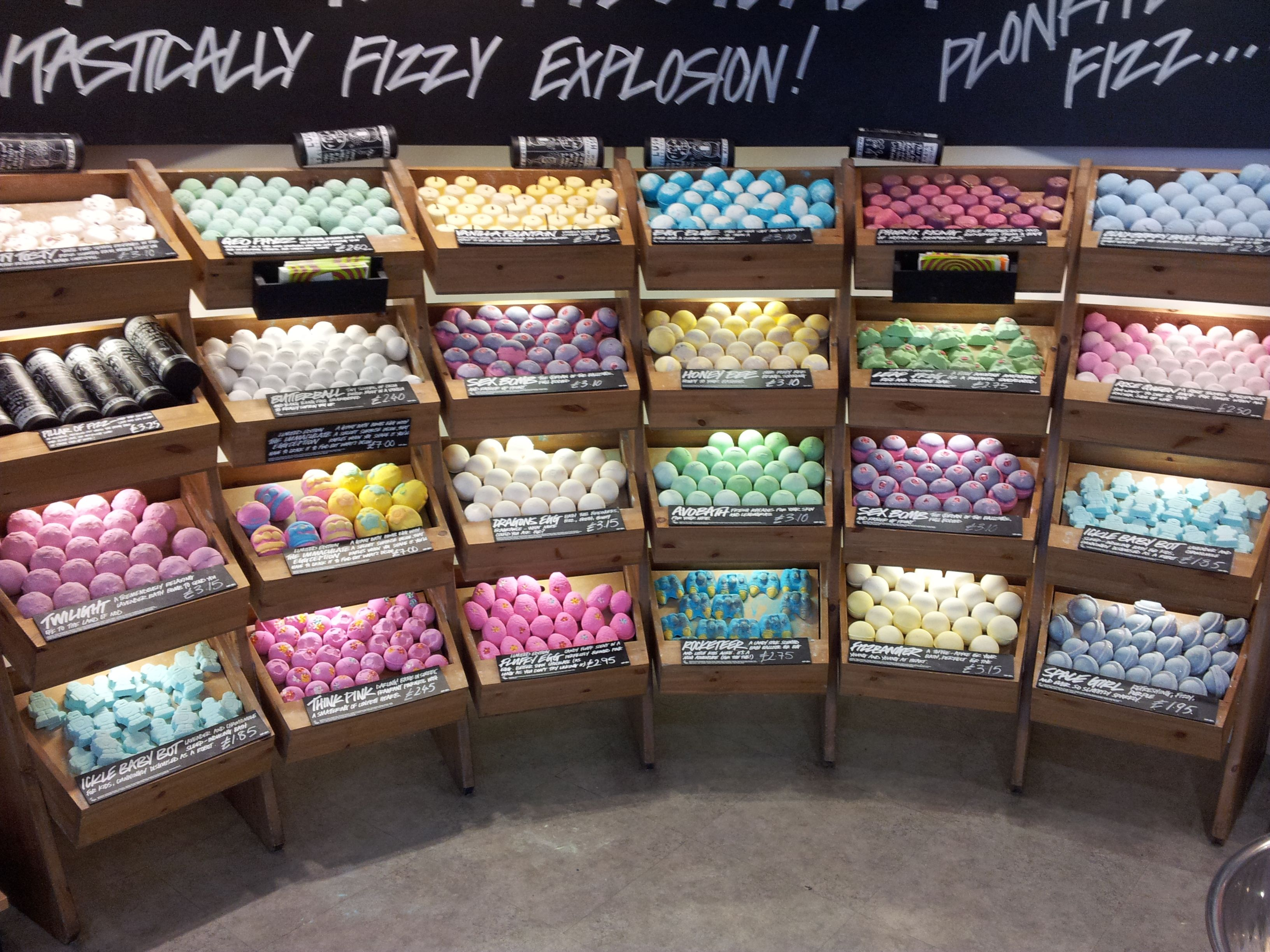 Shopping for Mothers Day, found this great display of bath bombs ...