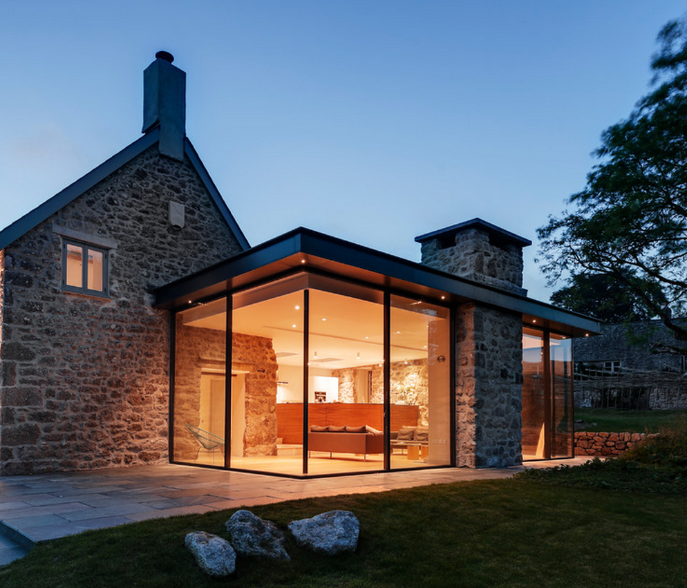 Modern White House With Integrated Angles And Corners: Corner Glass Extension With Integrated Chimney