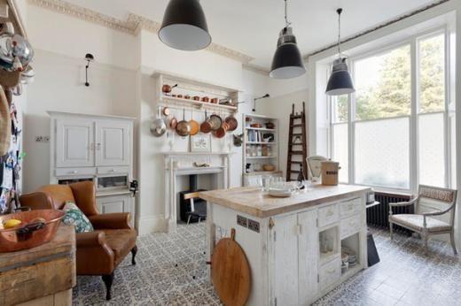 Cucina country: mix di elementi a libero posizionamento | La cucina ...