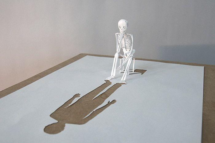 Se hvad den danske papirkunstner Peter Callesen kan få ud af et stykke A4-papir - UTROLIGT!