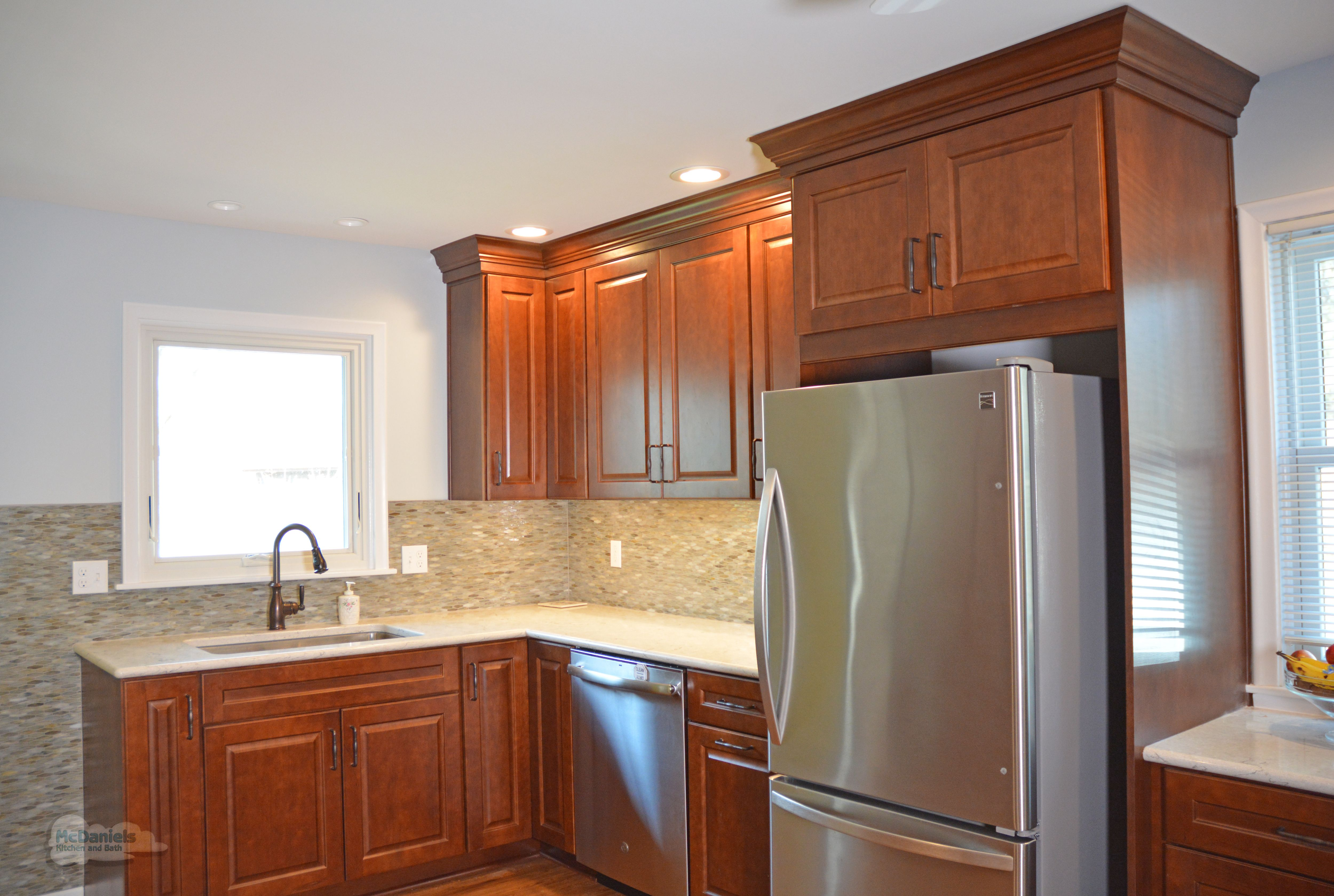 This Lansing Mi Kitchen Design Features Diamond Vibe By Masterbrand Kitchen Cabinets In A Warm W Kitchen And Bath Remodeling Kitchen Design Built In Microwave