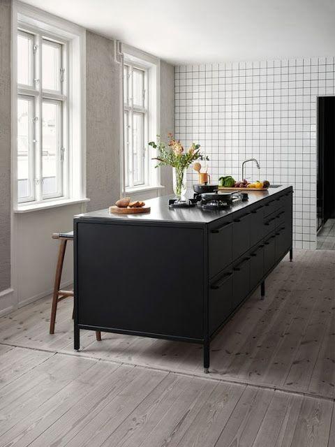 Project inside 10 id es de cuisines noires int rieur - Refaire sa cuisine rustique en moderne ...