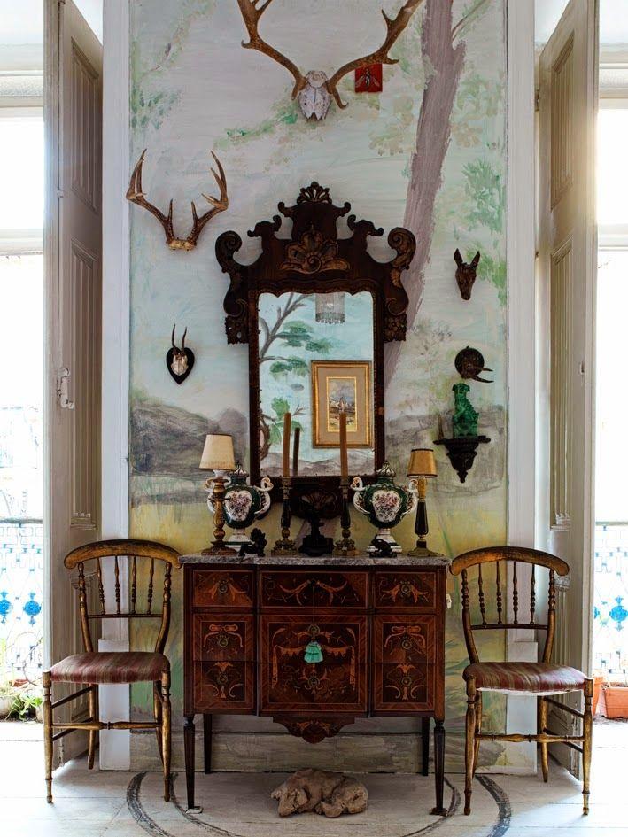 Kolme kotia - Three Homes   Ensimmäinen koti löytyy Lissabonista. Kauniit vanhat huonekalut, seinämaalaukset, taideteokset, seinäkankaat ja...