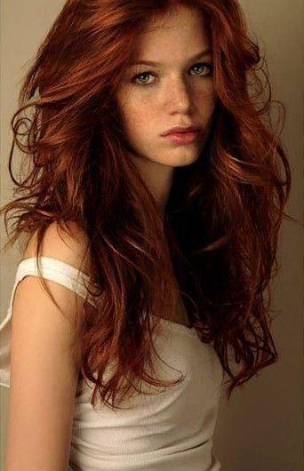 Color de pelo cobrizo oscuro