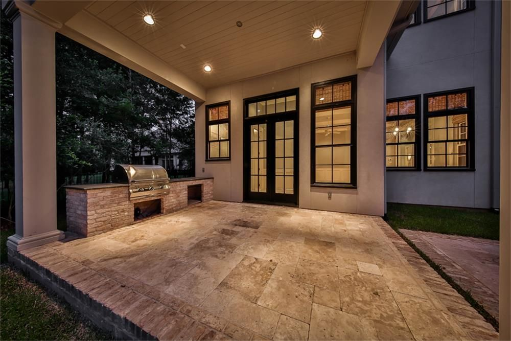 820 Eagle Pointe Montgomery, TX 77316: Photo Outdoor summer kitchen with large stainless steel grill and gorgeous travertine tile.