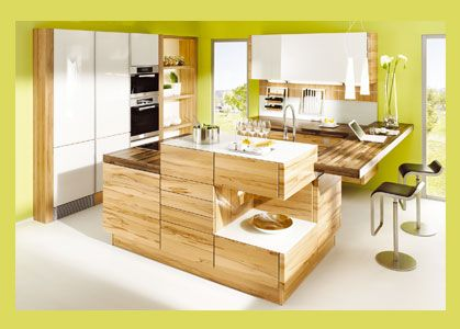 Eine klare formensprache mit raffinierten details wie beispielsweise einer barplatte die kochinsel und wohnbereich
