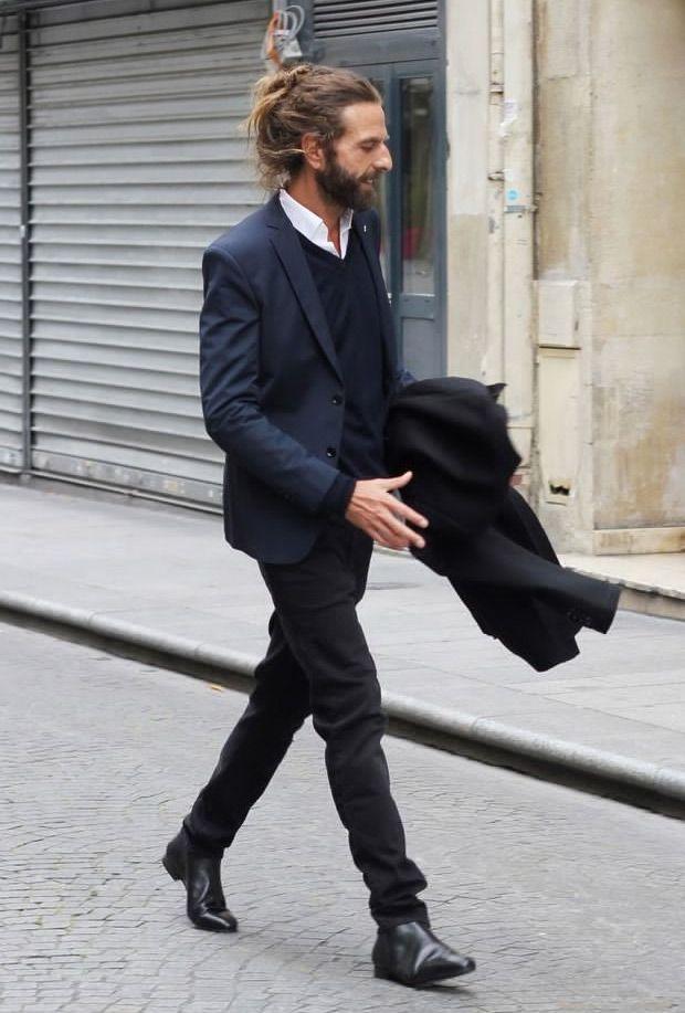 navy blazer black pants Mixing Black and Navy Blue #menswear #style #black #pants #navy #blazer  #fall #winter   メンズファッション, メンズファッションスタイル, メンズ コーデ