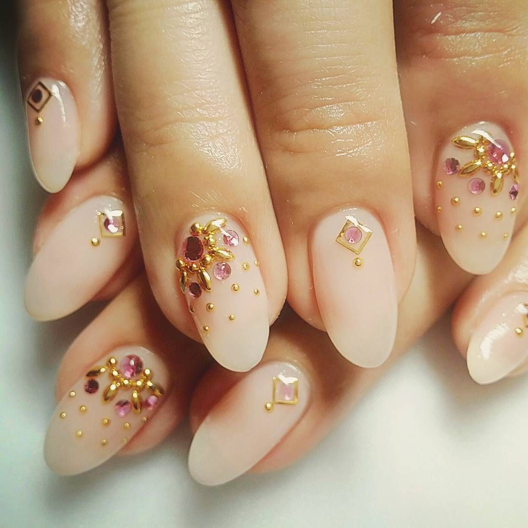 結婚式のお呼ばれネイル この時期は結婚式多いですね 豊洲 ネイル ジェルネイル 結婚式 お呼ばれネイル 秋ネイル セルフネイル キラキラ 大人可愛い 美甲 指甲 Qq甲 Pleiadesnail Nail Bridal Wedding Japan Nails Nail Art Instagram Posts