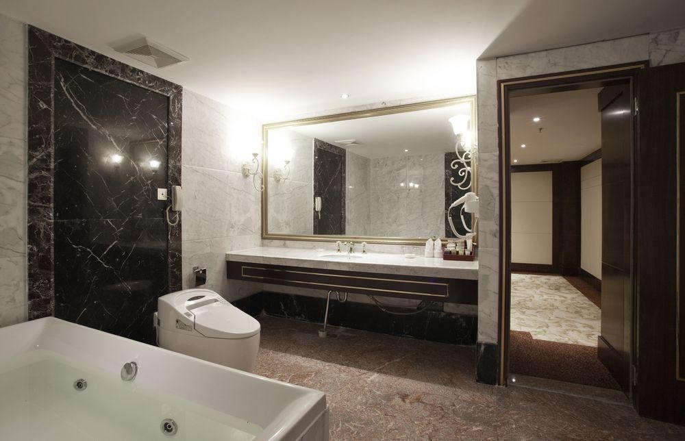 750 Custom Master Bathroom Design Ideas for 2017 Bathroom designs