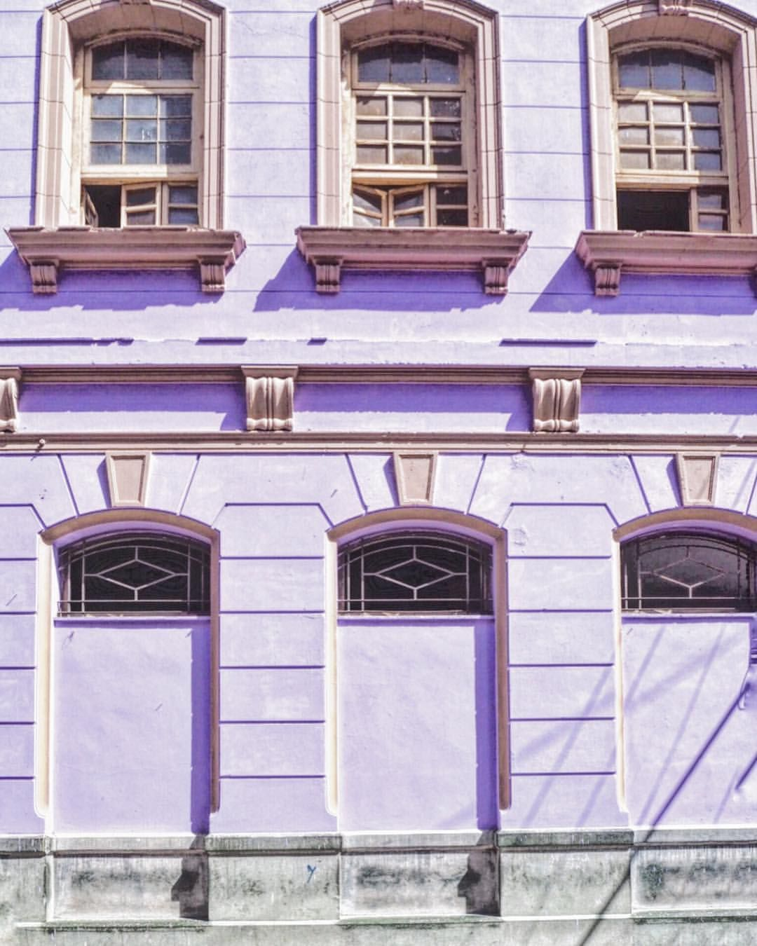 Lavender Color Building In Habana ただただinstagramのフィード