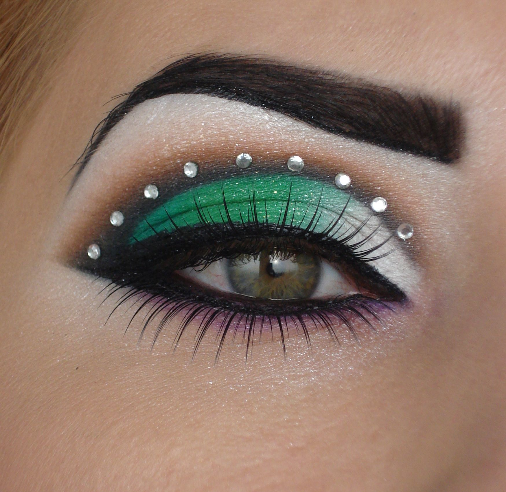 Green Bird   Glamour makeup, Hooded eye makeup, Stylish makeup