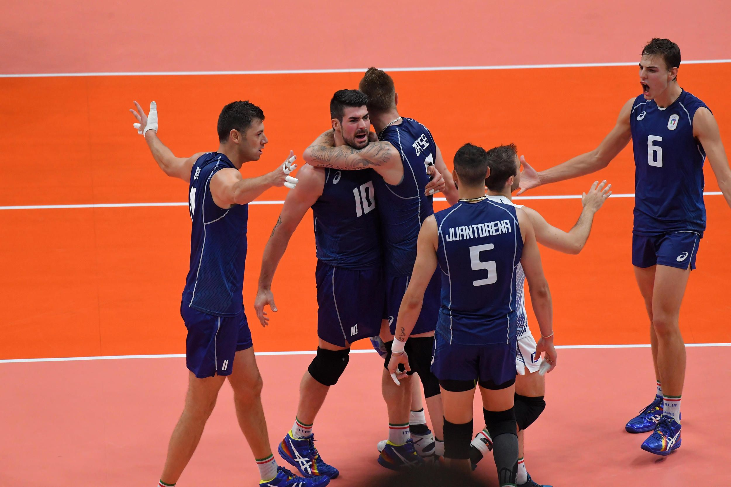 Team Italy Celebrate A Point Against Usa Sf In 2020 Volleyball Volley Celebrities