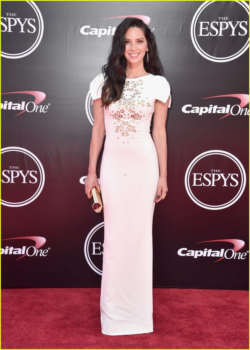 Aaron Rodgers Girlfriend Olivia Munn Shows Support At Espys 2016 Olivia Munn Dresses Nice Dresses