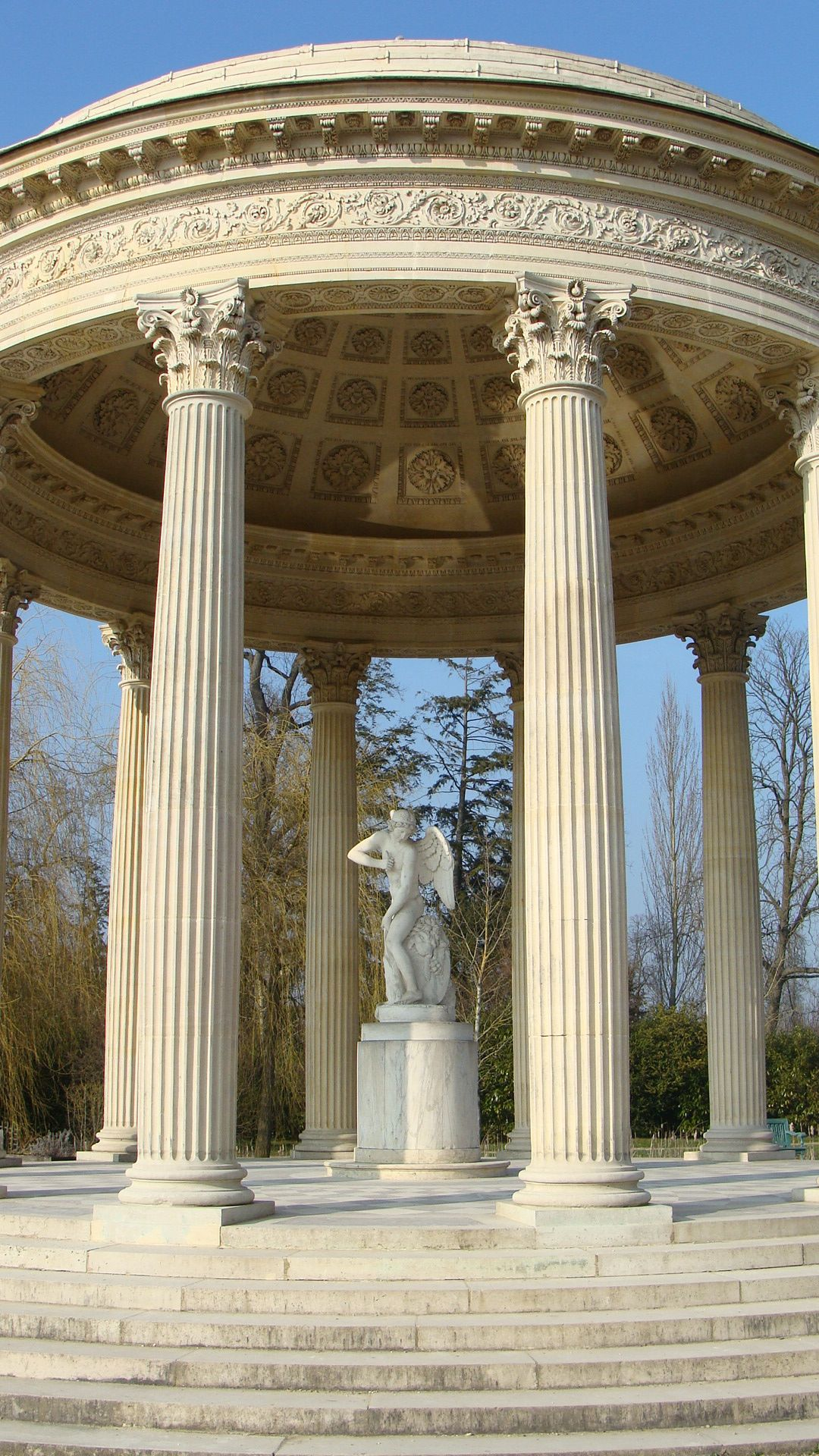 This is reminiscent of the Tomb of the King from my novel Lords of Rainbow.... Le domaine de Marie Antoinette, Versailles