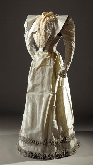 Conjunto Embaixador Palmela e vestido de cauda, 1890s