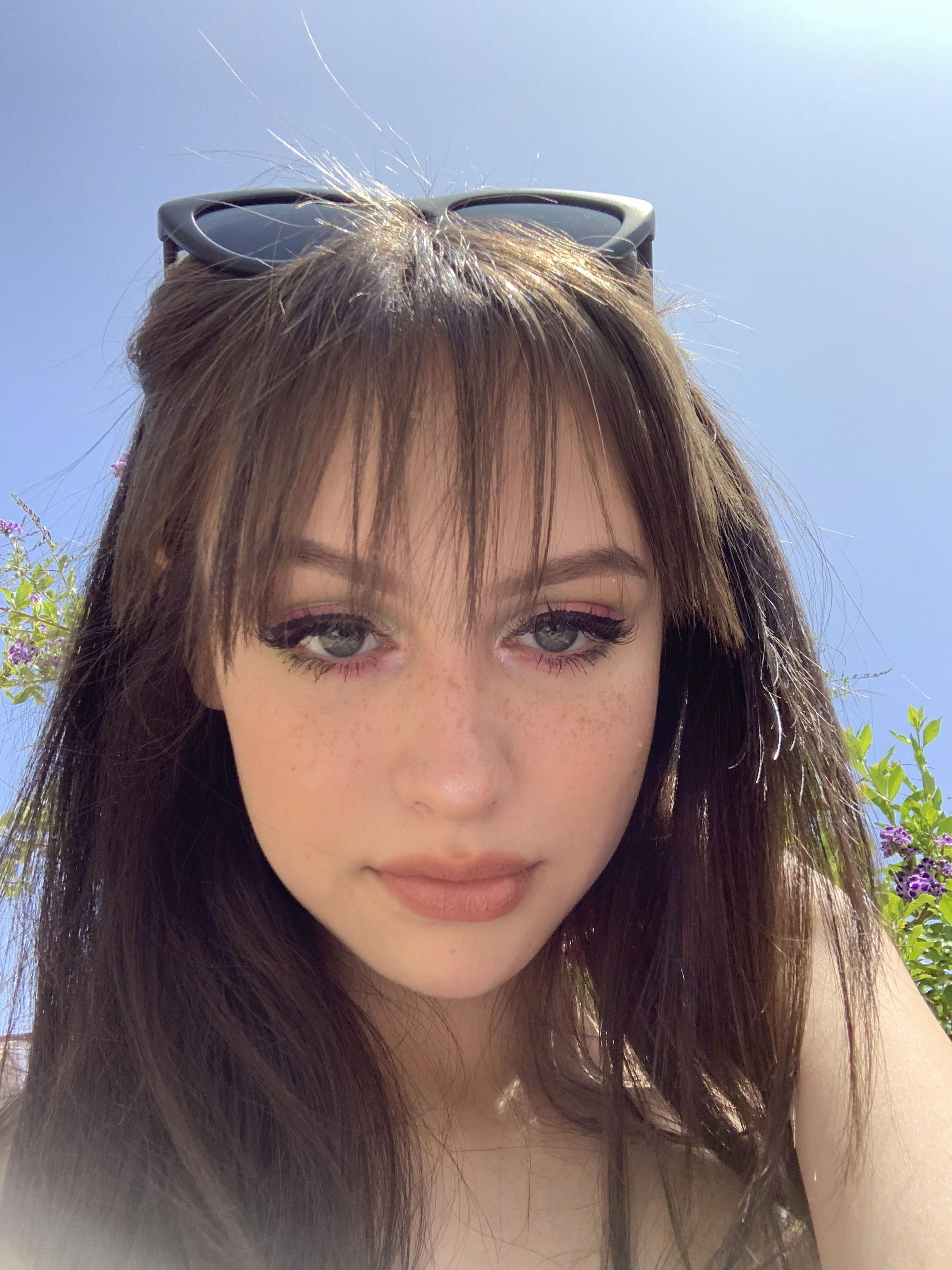 Pin by Ella Anderson on Bangs in 2020 | Haircuts with bangs, Hair styles, How to style bangs