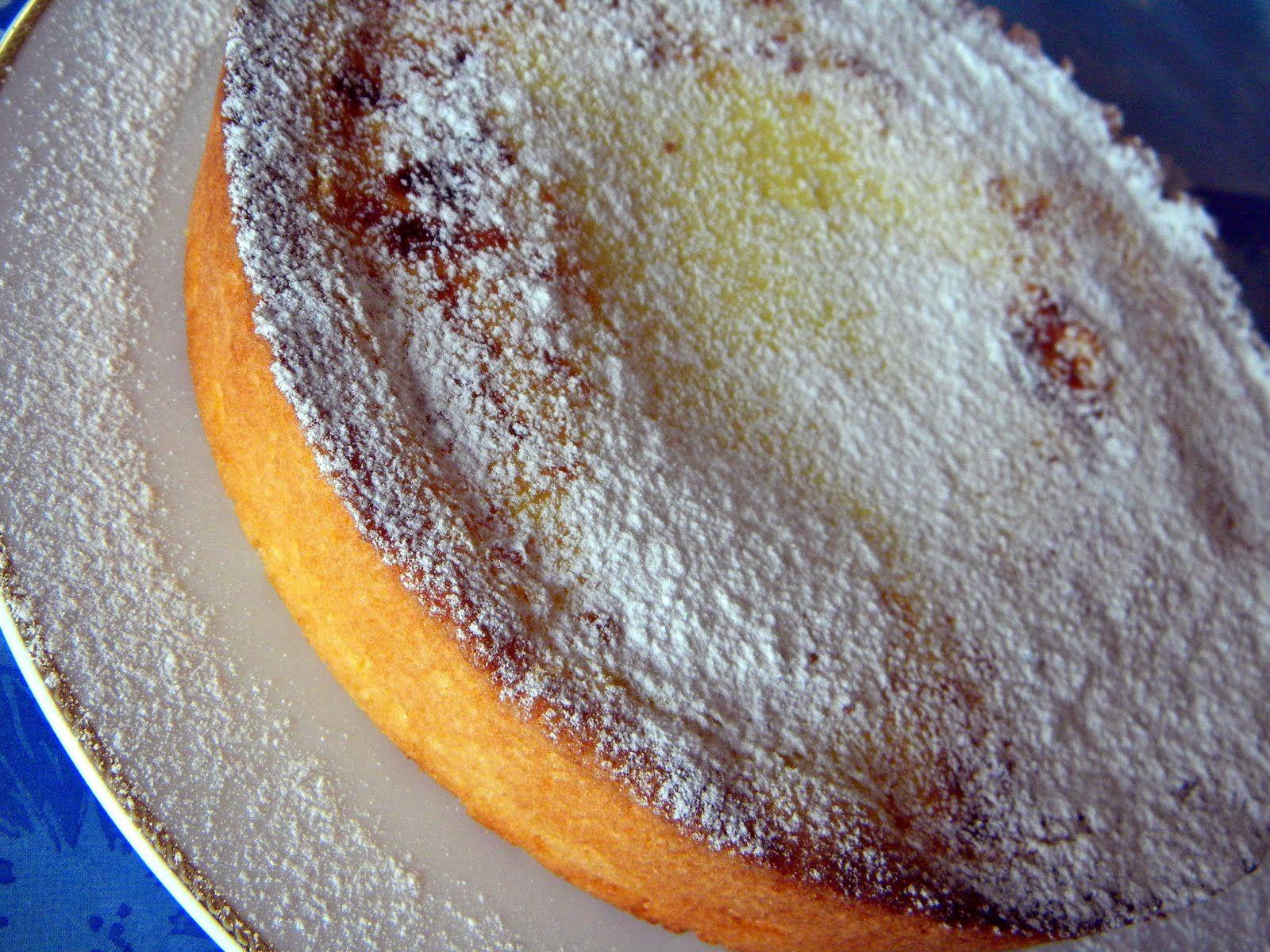 INGREDIENTI   PER LA BASE:   400 grammi di farina  200 grammi di zucchero  200 grammi di burro  1 uovo intero e 2 tuorli  mezza bustina d...