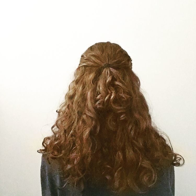 Pam Beesly The Office Hair Styles Curly Hair Styles Long Hair Styles