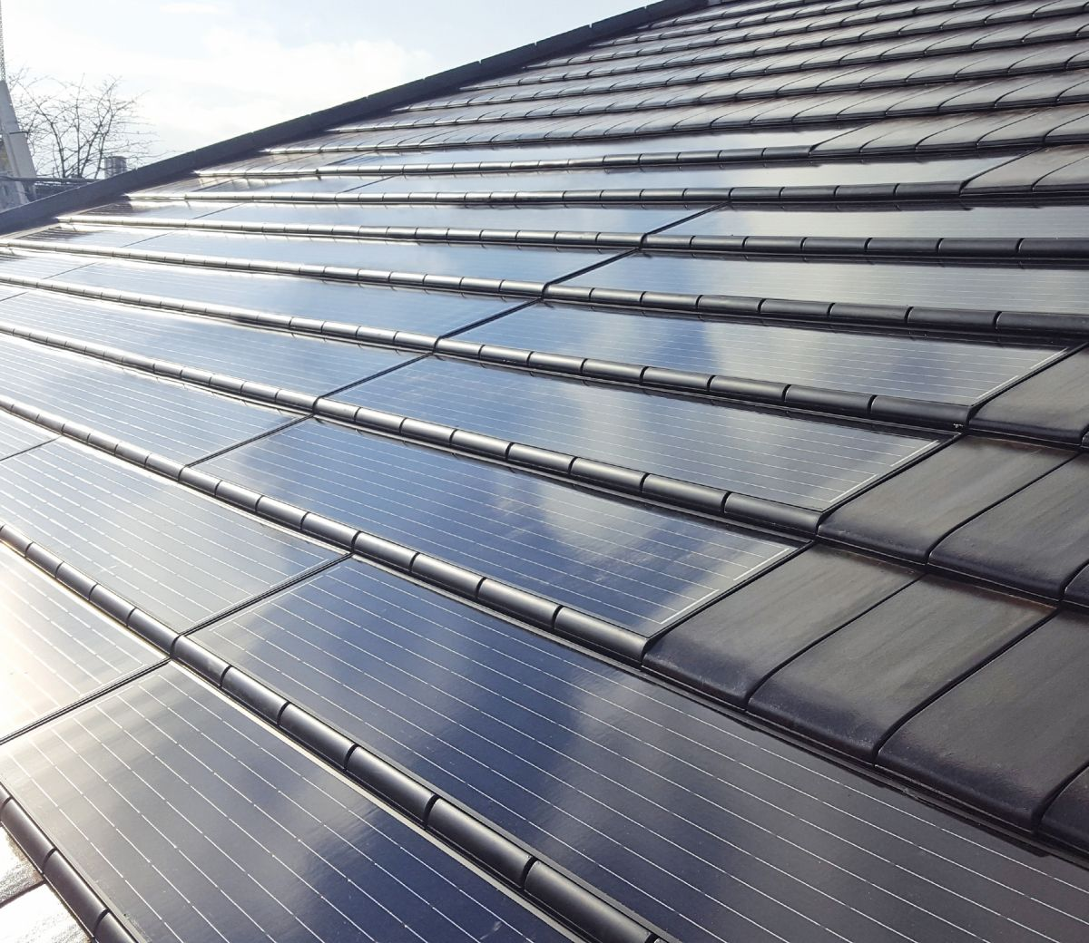Flächenbündiges Solarsystem  – dach+holzbau