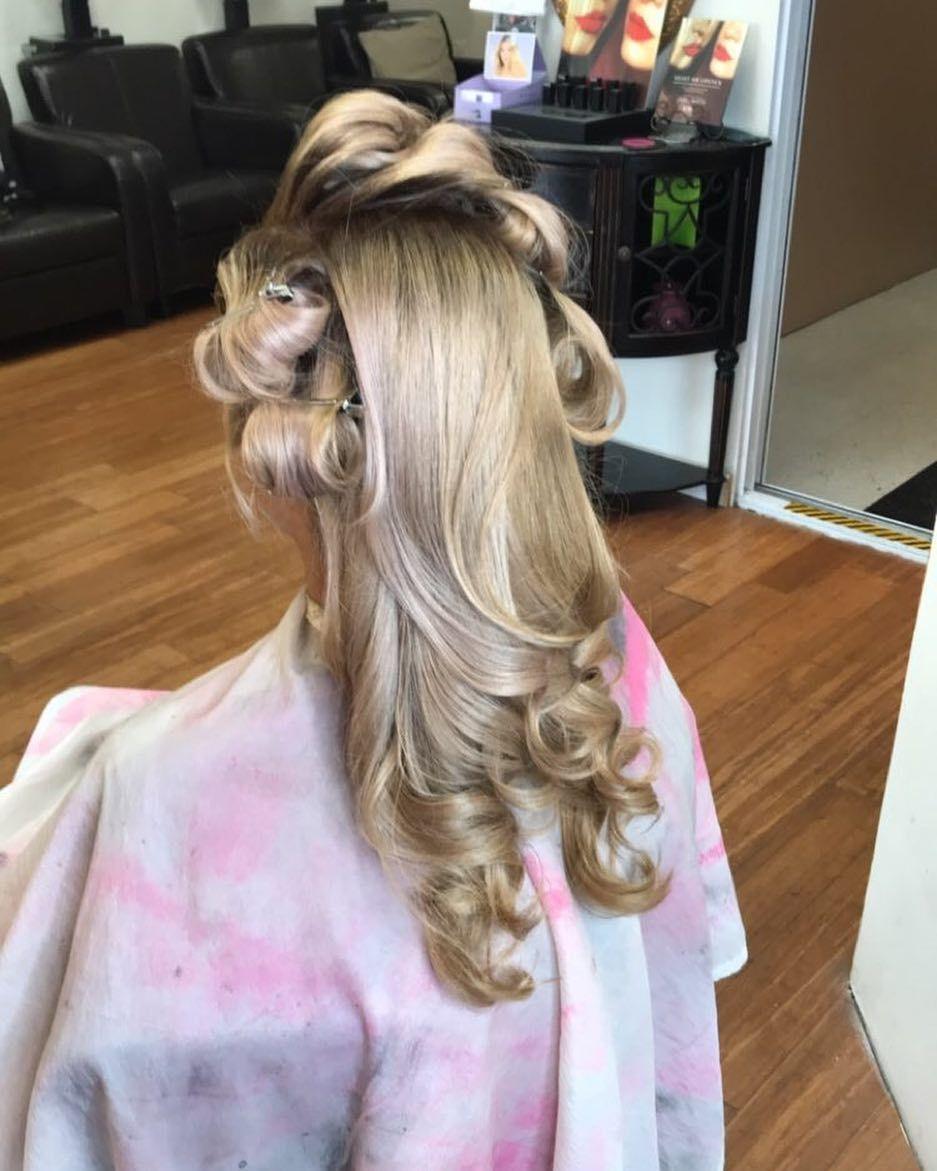 56 Likes 3 Comments Brittany Trice Colour Bb7 On Instagram Colour Curls Ashblonde Goldenashblonde Oligopro 9gi Hair Hair Highlights Hair Styles