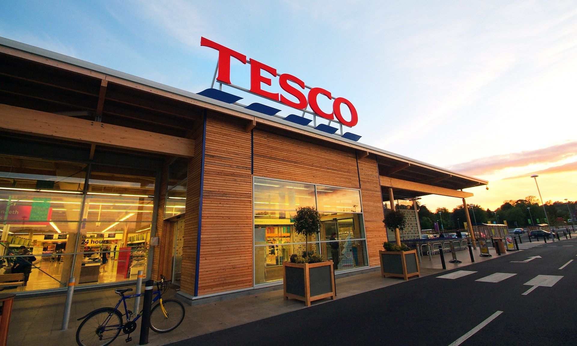Tesco s best supermarket store design retail interiors for Retail interior design agency london