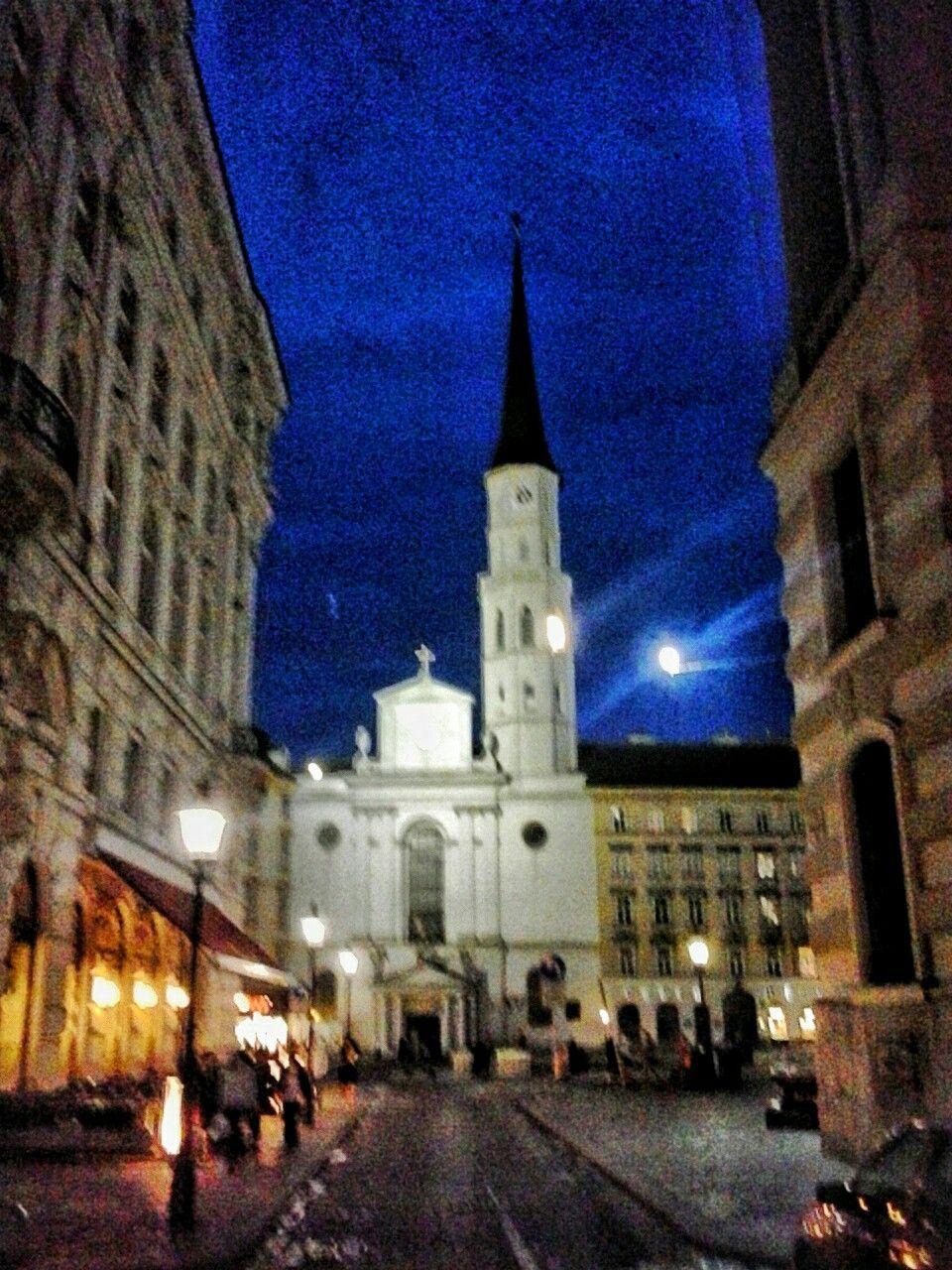 michaelerkirche / wien / austria - photo by serdar bulgu