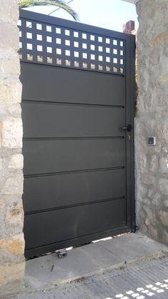 15 Puertas De Exterior Que Impresionarán A Toda La Cuadra Herreria Door Grill Entrance Doors Garage